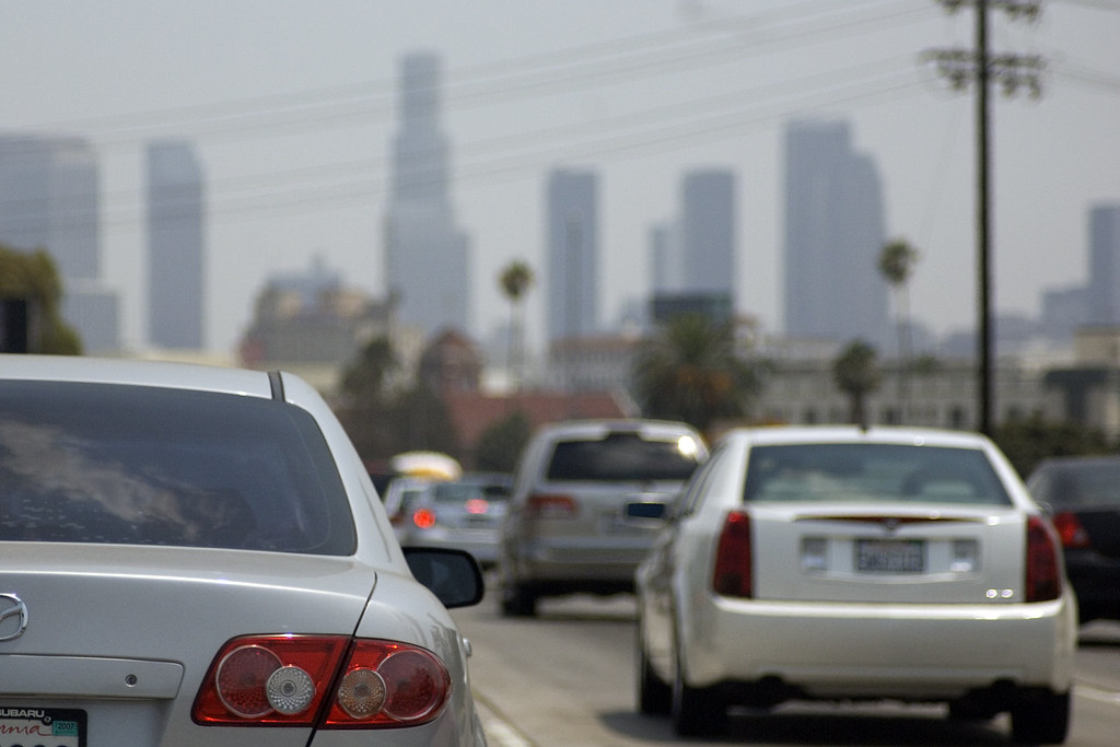 cars in a traffic jam, how to save on emirati car insurance